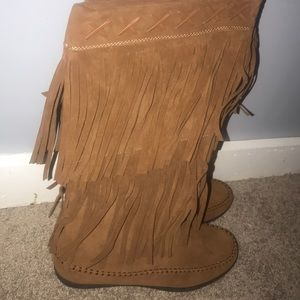 Shoes - Women's fringe boots
